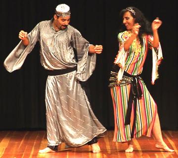 Tito Seif con una bailarina
